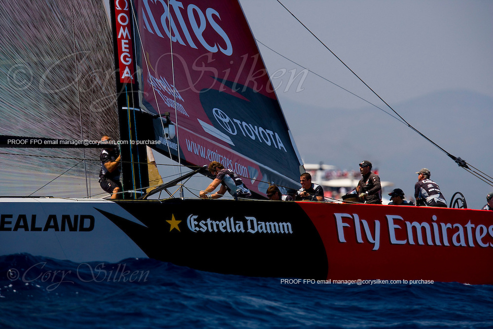 Alinghi and team New Zealand racing at the 32nd America's Cup, race 2