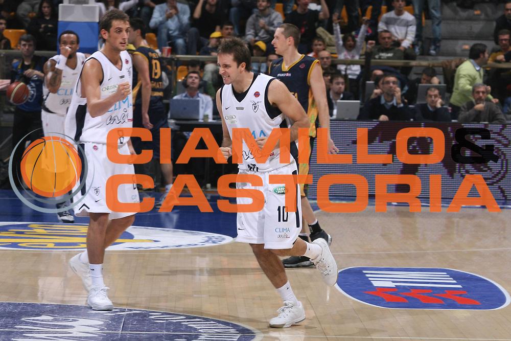 DESCRIZIONE : Bologna Lega A1 2006-07 Climamio Fortitudo Bologna Premiata Montegranaro<br />GIOCATORE : Cavaliero Belinelli<br />SQUADRA : Climamio Fortitudo Bologna<br />EVENTO : Campionato Lega A1 2006-2007 <br />GARA : Climamio Fortitudo Bologna Premiata Montegranaro<br />DATA : 19/11/2006 <br />CATEGORIA : Esultanza<br />SPORT : Pallacanestro<br />AUTORE : Agenzia Ciamillo-Castoria/M.Marchi
