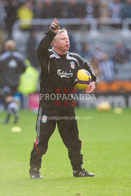 NEWCASTLE, ENGLAND - Sunday, December 28, 2008: Liverpool's assistant manager Sammy Lee before the Premiership match against Newcastle United at St James' Park. (Photo by David Rawcliffe/Propaganda)