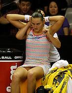 Commonwealth Bank Tournament of Champions  2011, WTA Tour, Damen Hallen Tennis Turnier in Bali ,Indonesien,.Nadia Petrova (RUS) wird waehrend der Spielpause von einer Physiotherapeutin behandelt, Verletzung,