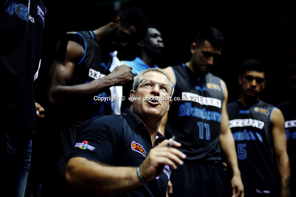Head Coach Dean Vickerman of the Breakers gets his team ready for the overtime period. 2014/15 ANBL, SkyCity Breakers vs Wollongong Hawks, North Shore Events Centre, Auckland, New Zealand. Thursday 8 January 2015. Photo: Anthony Au-Yeung / www.photosport.co.nz