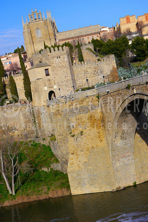 Alberto Carrera, St. Martin´s Bridge, San Juan de los Reyes Monastery, Gothic style, City Walls, Toledo,  World Heritage Site by UNESCO, Castilla La Mancha, Spain, Europe