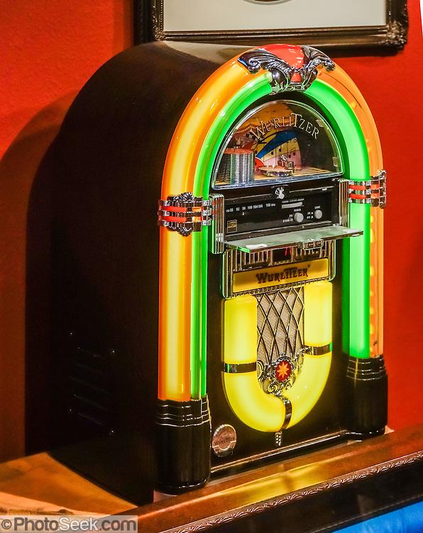 mini bubbler wurlitzer jukebox radio cd museum of western film history lone pine california. Black Bedroom Furniture Sets. Home Design Ideas