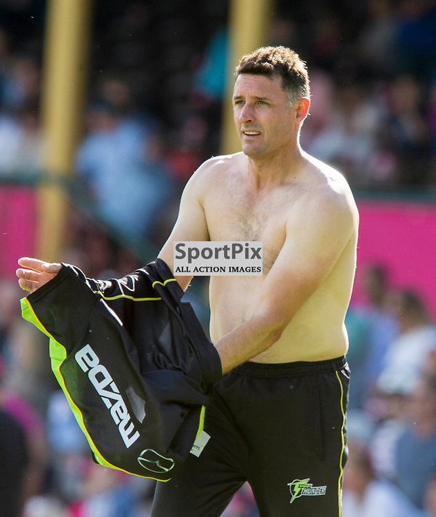 KFC Big Bash League T20 2015-16 , Sydney Sixers v Sydney Thunder, SCG; 16 January 2016<br /> Sydney Thunder Mike Hussey changes shirts during warm up before his last game of cricket at the SCG