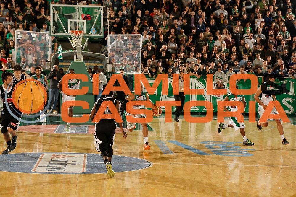 DESCRIZIONE : Avellino Lega A 2014-15 Sidigas Avellino Pasta Reggia Caserta<br /> GIOCATORE : Sundiata Gaines<br /> CATEGORIA : palleggio contropiede<br /> SQUADRA : Sidigas Avellino<br /> EVENTO : Campionato Lega A 2014-2015<br /> GARA : Sidigas Avellino Pasta Reggia Caserta<br /> DATA : 19/04/2015<br /> SPORT : Pallacanestro <br /> AUTORE : Agenzia Ciamillo-Castoria/A. De Lise<br /> Galleria : Lega Basket A 2014-2015 <br /> Fotonotizia : Avellino Lega A 2014-15 Sidigas Avellino Pasta Reggia Caserta