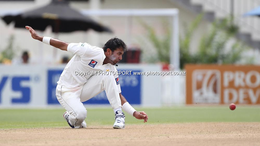 Pakistan bowler Wahab Riaz runs out Jesse Ryder. New Zealand Black Caps v Pakistan, Test Match Cricket. Day 1 at Seddon Park, Hamilton, New Zealand. Friday 7 January 2011. Photo: Andrew Cornaga/photosport.co.nz