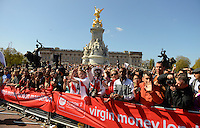 Specrators at the Queen Victoria Memorial<br /> The Virgin Money London Marathon 2014<br /> 13 April 2014<br /> Photo: Javier Garcia/Virgin Money London Marathon<br /> media@london-marathon.co.uk