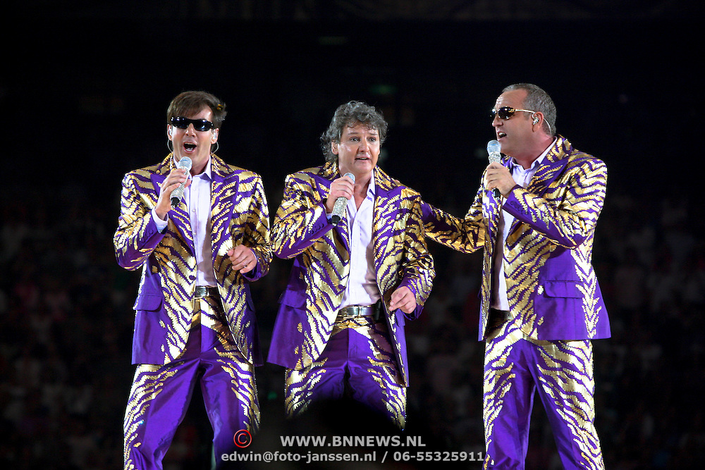 NLD/Amsterdam/20080524 - Toppers in Concert 2008, Gerard Joling, Rene Froger en Gordon Heuckeroth zingend