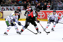 27.02.2015, Lanxess Arena, Köln, GER, DEL, Kölner Haie vs Straubing Tigers, 51. Runde, im Bild Michel Iggulden (Koeln) kommt vor Sandro Schoenberger (Straubing) an den Puck // during Germans DEL Icehockey League 51st round match between Kölner Haie and Straubing Tigers at the Lanxess Arena in Köln, Germany on 2015/02/27. EXPA Pictures © 2015, PhotoCredit: EXPA/ Eibner-Pressefoto/ Weiss<br /> <br /> *****ATTENTION - OUT of GER*****
