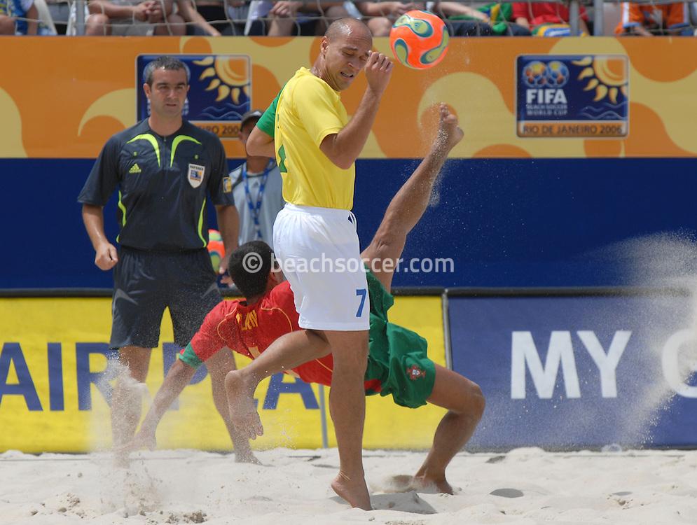 Football-FIFA Beach Soccer World Cup 2006 - Semi-final -BRA_POR -Alan-POR- tries a overhead kick next to Sidney-BRA - Rio de Janeiro - Brazil 11/11/2006<br />Mandatory credit: FIFA/ Marco Antonio Rezende.