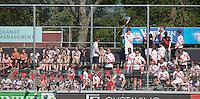 AMSTELVEEN -  HOCKEY -  Tribune korte kant Wagener Stadion.    Beslissende finalewedstrijd om het Nederlands kampioenschap hockey tussen de mannen van Amsterdam en Oranje Zwart (2-3).  COPYRIGHT KOEN SUYK