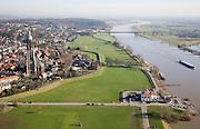 Nederland, Utrecht, Rhenen, 11-02-2008; stadsgezicht met Cunerakerk (Cuneratoren), voorbeeld van laat-gotiek (gotisch, gotiek); rechts binnenvaartschip op de Neder-Rijn; in de voorgrond De Stichtse Oever, voormalige veerhuis (nu horeca), links aan de horizon de Grebbeberg, onderdeel van de Utrechtse Heuvelrug; brug over de rivier in de weg tussen Veenendaal en Ochten; neder rijn..luchtfoto (toeslag); aerial photo (additional fee required); .foto Siebe Swart / photo Siebe Swart