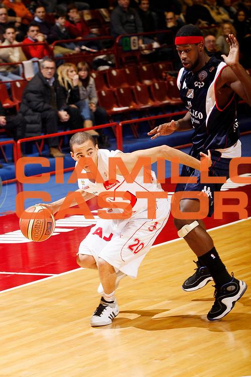 DESCRIZIONE : Milano Lega A1 2008-09 Armani Jeans Milano Angelico Biella<br /> GIOCATORE : Yohann Sangare<br /> SQUADRA : Armani Jeans Milano<br /> EVENTO : Campionato Lega A1 2008-2009<br /> GARA : Armani Jeans Milano Angelico Biella<br /> DATA : 11/01/2009<br /> CATEGORIA : Palleggio<br /> SPORT : Pallacanestro<br /> AUTORE : Agenzia Ciamillo-Castoria/G.Cottini
