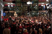 03 AUG 2009, BERLIN/GERMANY:<br /> Uebersicht waehrend der Pressekonferenz von Frank-Walter Steinmeier (Vorn), SPD, Bundesaussenminister und Kanzlerkandidat, und Franz Muentefering (Hinten), SPD Parteivorsitzender, Pressekonferenz nach den ersten Hochrechnungen des Wahlergebnisses der Bundestagswahl 2009, Wahlabend, Atrium, Willy-Brandt-Haus<br /> IMAGE: 20090927-02-066<br /> KEYWORDS: Franz Müntefering, Übersicht