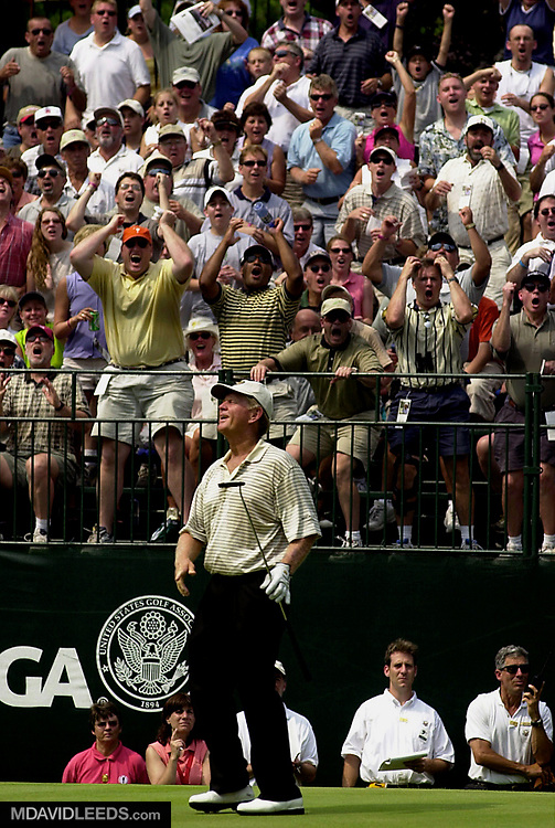 1 Jul 2001:  Jack Nicklaus and the gallery react to his missed birdie attempt at the 17th green during the final round of the 2001 US Senior Open at the Salem Country Club in Peabody, Massachusetts. DIGITAL IMAGE. Mandatory Credit: M. David Leeds