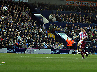 Photo: Mark Stephenson/Sportsbeat Images.<br /> West Bromwich Albion v Scunthorpe United. Coca Cola Championship. 29/12/2007.West Brom's Kevin Phillips scores for 1-0