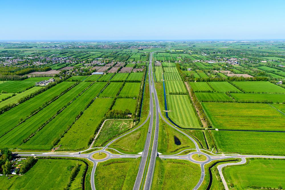 Nederland, Friesland, Centrale As, 07-05-2018; provinciale weg 356 (N356), Sintrale As of de Centrale As, tussen Nijega en Dokkum. Einde weg, foto richting Dokkum Waddenzee aan de horizon.<br /> Lokatie ter hoogte van Damwald, kamertjes landschap. Herstel landschap, aanplant boompjes.<br /> New local motorway Friesland<br /> luchtfoto (toeslag op standaard tarieven);<br /> aerial photo (additional fee required);<br /> copyright foto/photo Siebe Swart