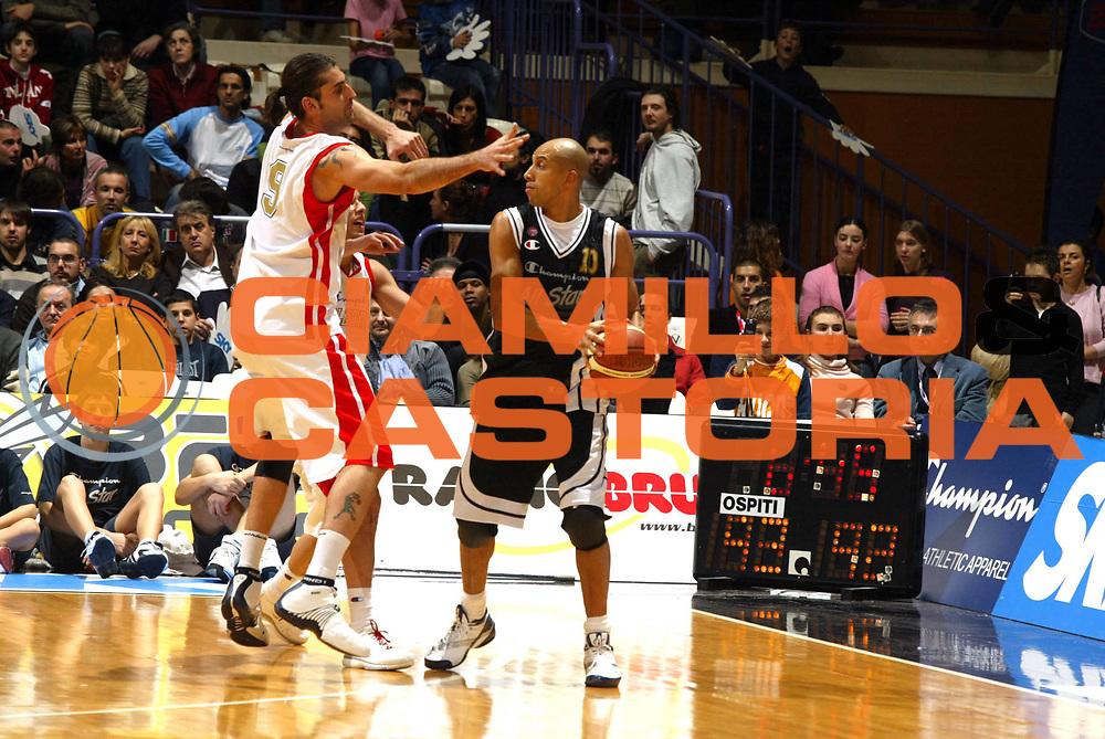 DESCRIZIONE : Bologna Lega A1 2005-06 Tim All Star Game <br /> GIOCATORE : Myers <br /> SQUADRA : All Star Ail <br /> EVENTO : Tim All Star Game 2005-2006 <br /> GARA : All Star Quadrifoglio Vita All Star Ail <br /> DATA : 11/12/2005 <br /> CATEGORIA : Passaggio <br /> SPORT : Pallacanestro <br /> AUTORE : Agenzia Ciamillo-Castoria/G.Ciamillo