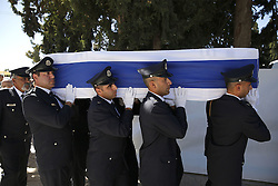 September 30, 2016 - Jerusalem, ISRAEL - Knesset honor guards carry the coffin of former Israeli President Shimon Peres during his funeral, at Mt. Herzl Military Cemetery in Jerusalem, Friday, Sept. 30, 2016. (Credit Image: © Prensa Internacional via ZUMA Wire)