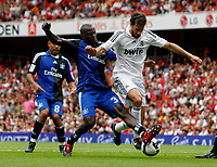 Photo: Richard Lane/Richard Lane Photography. SV Hamburg v Real Madrid. Emirates Cup. 02/08/2008. Real's Ruud Van Nistelrooy is challenged by Hamburg' Thimothee Atouba.