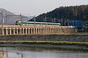 Railway bridge near Baegyangsa. A Saemaeul Train going from Kwangju to Seoul.