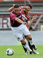 Fotball<br /> Tyskland<br /> Foto: Witters/Digitalsport<br /> NORWAY ONLY<br /> <br /> 10.07.2009<br /> <br /> v.l. Suso Santana, Jan-Philipp Kalla Pauli, Hand im Gesicht<br /> <br /> Testspiel FC St. Pauli - Hearts
