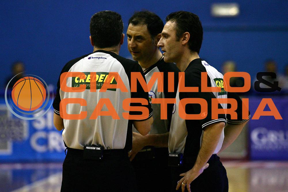 DESCRIZIONE : Milano Lega A1 2006-07 Armani Jeans Milano Siviglia Wear Teramo<br /> GIOCATORE : Arbitro<br /> SQUADRA : <br /> EVENTO : Campionato Lega A1 2006-2007<br /> GARA : Armani Jeans Milano Siviglia Wear Teramo<br /> DATA : 29/03/2007<br /> CATEGORIA : <br /> SPORT : Pallacanestro<br /> AUTORE : Agenzia Ciamillo-Castoria/L.Lussoso