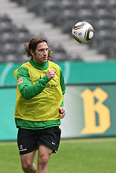 14.05.2010, Olympia Stadion, Berlin, GER, DFB Pokal Finale 2010,  Werder Bremen vs Bayern Muenchen, Training im Bild  .Torsten Frings (Werder Bremen #22)   EXPA Pictures © 2010, PhotoCredit: EXPA/ nph/   Hammes / SPORTIDA PHOTO AGENCY