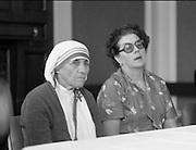 Mother Teresa of Calcutta speaks at press conference  organised by SPUC (Society for the Protection of Unborn Children)..1982-08-02.2nd August 1982.2/08/1982.08-02-82..Pictured at Wynns Hotel, Dublin..From Left:..Mother Teresa.Menia Aitken, Development Officer for SPUC, Ireland