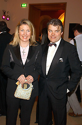 The EARL & COUNTESS OF CARNARVON at a fundraising gala to celebrate 150 years of The National Portrait Gallery, at the NPG, St.Martin's Place, London on 28th February 2006.<br />