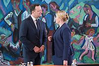 18 SEP 2019, BERLIN/GERMANY:<br /> Jens Spahn (L), CDU, Bundesgesundheitsminister, und Franziska Giffey (R), SPD, Bundesfamilienministerin, im Gespraech, vor Beginn der Kabinettsitzung, Bundeskanzleramt<br /> IMAGE: 20190918-01-010<br /> KEYWORDS: Sitzung, Kabinett, Gespräch