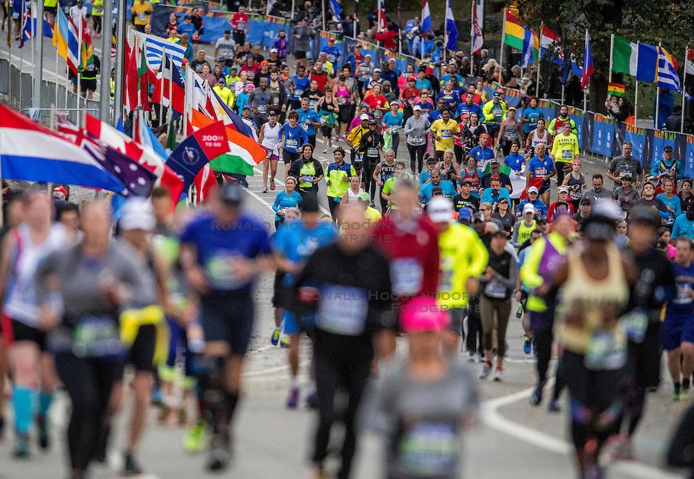 06-11-2016 USA: NYC Marathon We Run 2 Change Diabetes day 3, New York<br /> De dag van de marathon, 42 km en 195 meter door de straten van Staten Island, Brooklyn, Queens, The Bronx en Manhattan / Christy Anne