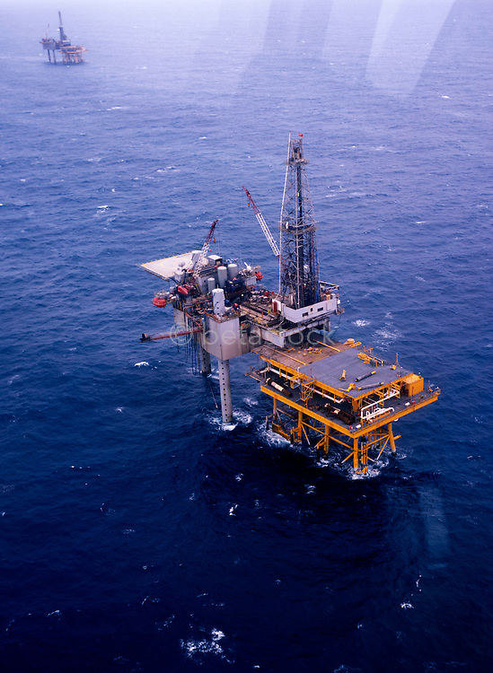 Pemex boorplatform in de golf van Mexico.<br />