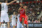 DESCRIZIONE : Torino Coppa Italia Final Eight 2012 Semifinale Montepaschi Siena EA7 Emporio Armani Milano<br /> GIOCATORE : Malik Hairston<br /> SQUADRA : EA7 Emporio Armani Milano<br /> EVENTO : Suisse Gas Basket Coppa Italia Final Eight 2012<br /> GARA : Montepaschi Siena EA7 Emporio Armani Milano<br /> DATA : 18/02/2012<br /> CATEGORIA : passaggio penetrazione<br /> SPORT : Pallacanestro<br /> AUTORE : Agenzia Ciamillo-Castoria/ElioCastoria<br /> Galleria : Final Eight Coppa Italia 2012<br /> Fotonotizia : Torino Coppa Italia Final Eight 2012 Semifinale Montepaschi Siena EA7 Emporio Armani Milano<br /> Predefinita :