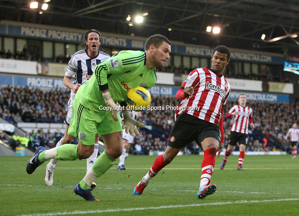 25/02/2012 - Barclays Premier League - West Bromwich Albion vs. Sunderland - West Brom goalkeeper Ben Foster ciollects the ball as Fraizer Campbell of Sunderland looks on - Photo: Simon Stacpoole / Offside.