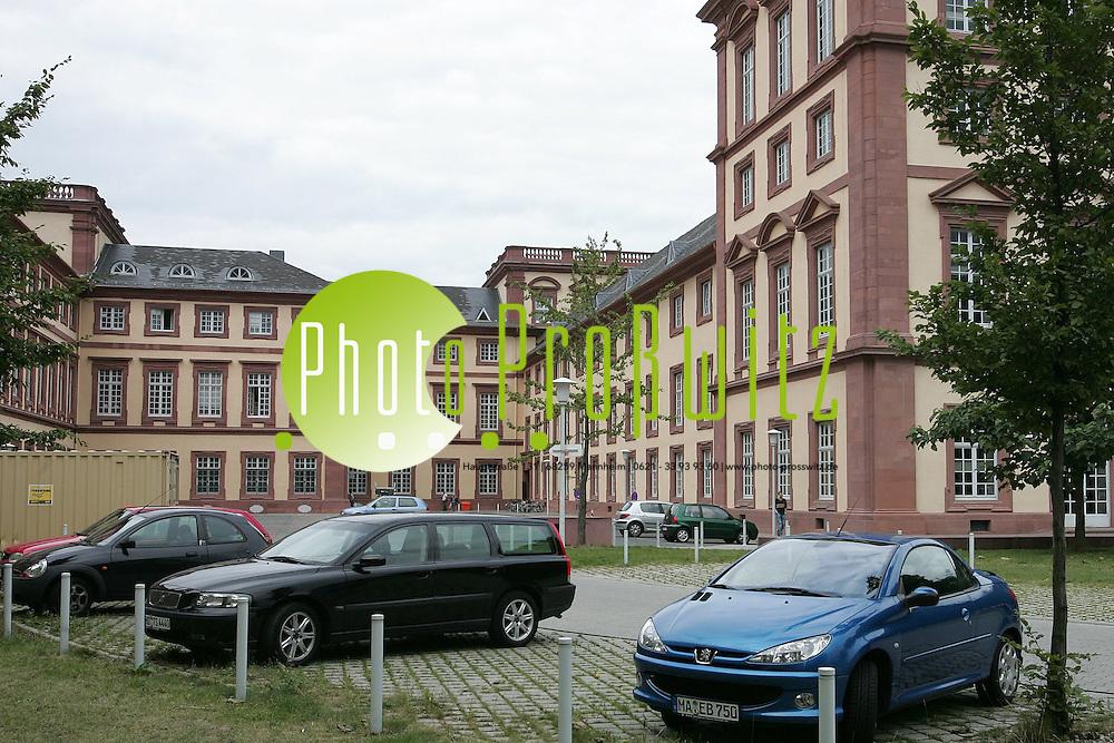 Mannheim. Universit&auml;t. UNI. Parkplatz Stiler Hof<br /> <br /> Bild: Markus Pro&szlig;witz<br /> ++++ Archivbilder und weitere Motive finden Sie auch in unserem OnlineArchiv. www.masterpress.org ++++