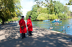 © Licensed to London News Pictures. 11/09/2016. London, UK. People enjoy the  warm sunny weather in Regents Park, London, UK. Graham M. Lawrence/LNP
