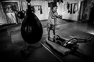 Luis Lazarte realiza ejercicios de musculaci&oacute;n en el gimnasio de su entrenador Fernando &quot;Maravilla&quot; Sosa, ex boxeador profesional y promesa argentina, Mar del Plata, Provincia de Bs. As., Argentina.<br /> De pie se encuentra Diego Lazarte,  su hijo y ayudante personal (second).  Al igual que su padre, Diego, trabaja como recolector de residuos para mantener a su esposa e hijo.