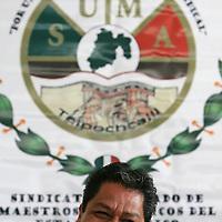 Toluca, Mex.- Luis Zamora Calzada, líder del Sindicato Único de Maestros y Académicos del Estado de México (SUMAEM), informo en conferencia de prensa que la justicia federal concedio el amparo para la toma de nota que reconoce la existencia legal del sindicato. Agencia MVT / Mario Vazquez de la Torre. (DIGITAL)<br /> <br /> <br /> <br /> NO ARCHIVAR - NO ARCHIVE