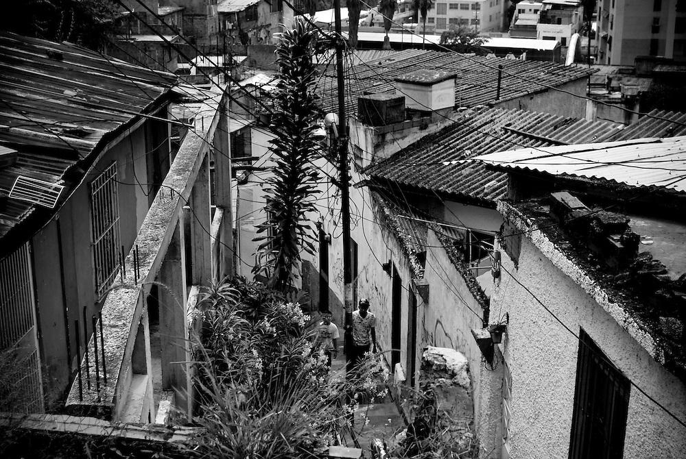 APUNTES SOBRE MI VIDA: LA PASTORA I - 2009/10<br /> Photography by Aaron Sosa<br /> La Pastora, Caracas - Venezuela 2009<br /> (Copyright © Aaron Sosa)