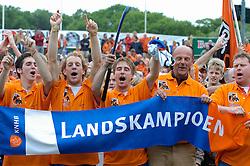 05-06-2005 HOCKEY: FINALE PLAYOFFS: BLOEMENDAAL-ORANJE ZWART: BLOEMENDAAL<br /> De hockeyers van Oranje Zwart zijn voor het eerst in hun bestaan landskampioen geworden. De Eindhovense club klopte Bloemendaal in het beslissende play-off-duel met 3-1 / <br /> vd Horst, v eijk, Reckers, Siepman en van Gent<br /> ©2005-WWW.FOTOHOOGENDOORN.NL