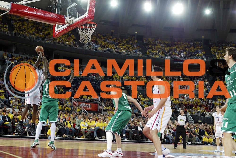 DESCRIZIONE : Roma Lega A1 2005-06 Play Off Semifinale Gara 2 Lottomatica Virtus Roma Benetton Treviso<br />GIOCATORE : Ekezie<br />SQUADRA : Lottomatica Virtus Roma<br />EVENTO : Campionato Lega A1 2005-2006 Play Off Semifinale Gara 2 <br />GARA : Lottomatica Virtus Roma Benetton Treviso<br />DATA : 03/06/2006 <br />CATEGORIA : Tiro<br />SPORT : Pallacanestro <br />AUTORE : Agenzia Ciamillo-Castoria/M.Cacciaguerra<br />Galleria : Lega Basket A1 2005-2006 <br />Fotonotizia : Roma Campionato Italiano Lega A1 2005-2006 Play Off Semifinale Gara 2 Lottomatica Virtus Roma Benetton Treviso <br />Predefinita :