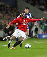 20090415: PORTO, PORTUGAL - FC Porto vs Manchester United: Champions League 2008/2009 – Quarter Finals – 2nd leg. In picture: Evra and Mariano Gonzalez . PHOTO: Manuel Azevedo/CITYFILES