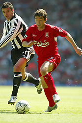 LIVERPOOL, ENGLAND: Saturday, May 15, 2004: Liverpool's Harry Kewell and Newcastle United's Gary Speed during the final Premiership game of the season at Anfield. (Pic by David Rawcliffe/Propaganda)