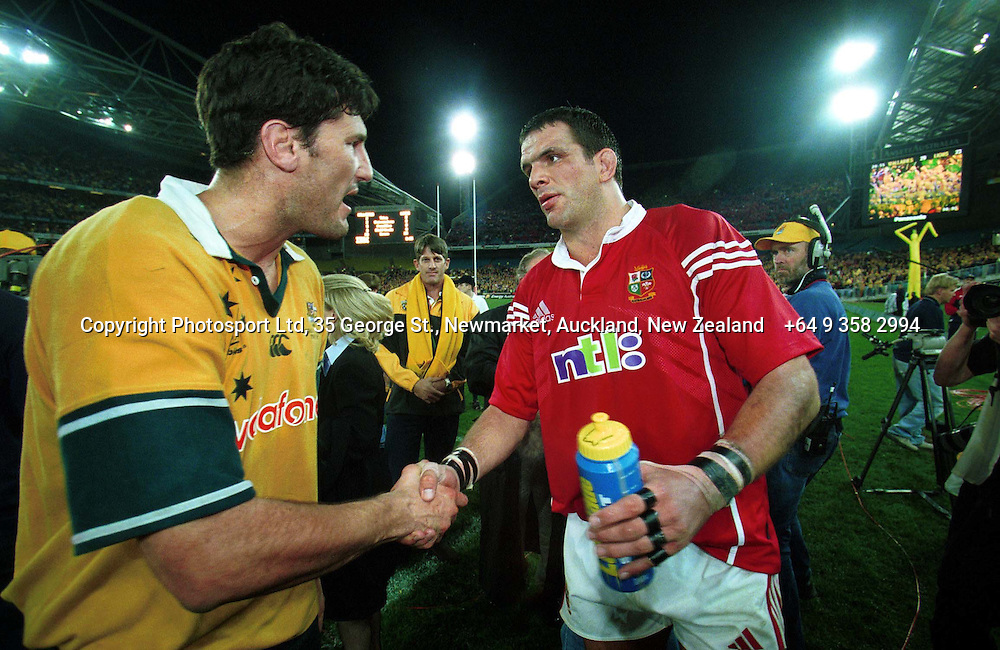 Martin Johnson shakes hands with John Eales after the rugby union test match between the British Lions and Australia, Stadium Australia, Sydney, Australia, on 7 July 2001. PHOTO: Andrew Cornaga/Photosport