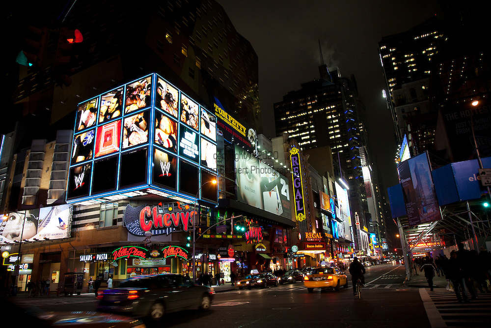 street scenes around midtown Manhattan at night