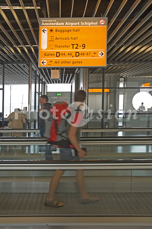Schiphol airport; Amsterdam, Moving walkways to departure gates