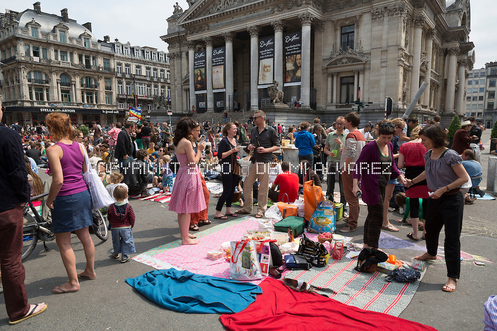 The PicNic The Streets movement hold a new protest against the mobility policy in Brussels. A year after launching its first giant 'picnic protest', the group has invited its supporters to do the same on Sunday, June 9, on the entire width of Boulevard Anspach between the Bourse and Place De Brouckere. Since 'picnic protests' are classed as acts of civil disobedience, no authorisation has been sought for the June 9 event. The mayor's office did not say what action it would take.