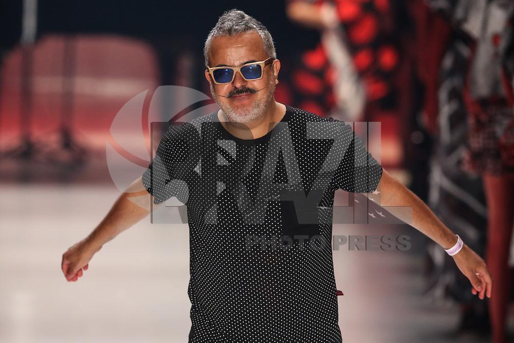 SAO PAULO, SP, 05.11.2014 - SPFW - RONALDO FRAGA - <br /> Desfile da grife Ronaldo Fraga, cole&ccedil;&atilde;o Inverno 2015, durante a 38&ordf; edi&ccedil;&atilde;o da S&atilde;o Paulo Fashion Week (SPFW), no Parque Candido Portin&aacute;rio regiao oeste de Sao Paulo, nesta quarta-feira (05). (Foto: William Volcov / Brazil Photo Press).