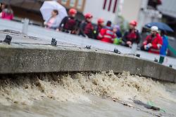31.07.2014, Salzachbrücke, Mittersill, AUT, Hochwasser in Oesterreich, Salzburg, im Bild das Wasser drückt gegen die Salzachbrücke. Donnerstagfrüh lag der Pegelstand der Salzach in Mittersill bei 5,17 Metern. EXPA Pictures © 2014, PhotoCredit: EXPA/ JFK